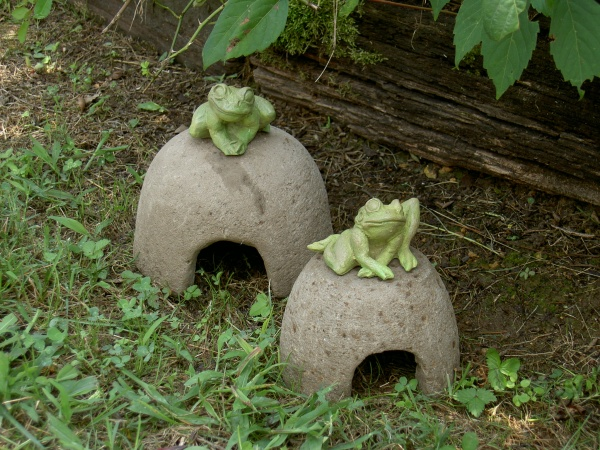 "#524 Toad House, 8"" D x 6 1/2"" H (5 lbs.), #525 Mini Toad House, 6"" D x 5 1/2"" H (3 lbs.)"