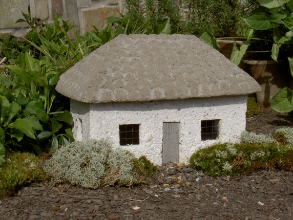 "#545 White Tabby Cottage, 15"" x 9"" x 10"" H (29 lbs.)"