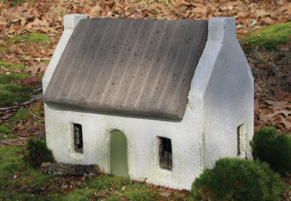 "#543C Le Jardin Blanc Cottage, approximately 13"" x 9"" x 10 1/2"" H (20 lbs.)"