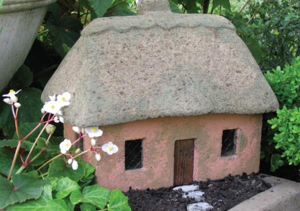 "#526B Scottish Rose Cottage, approximately 16"" x 11"" x 13"" H (36 lbs.)"